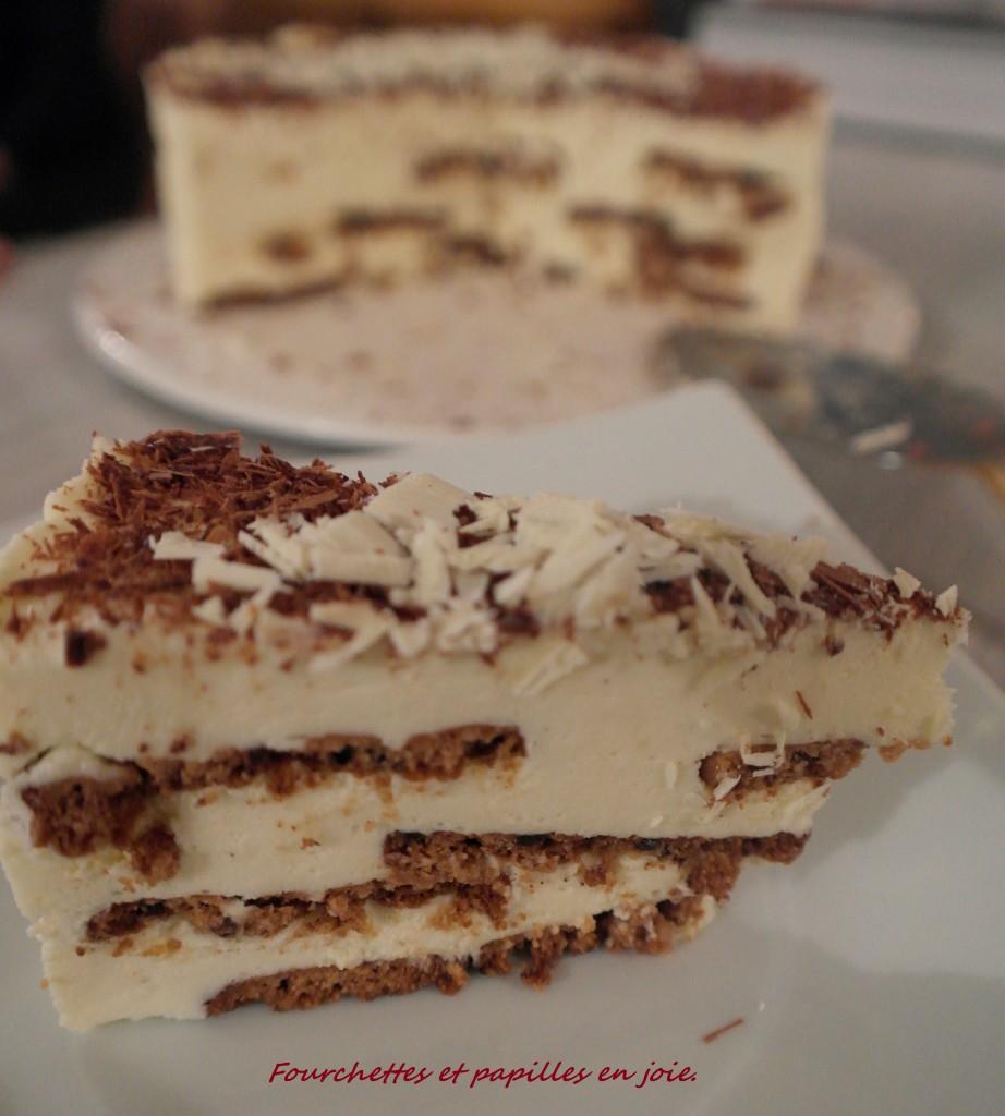 Bolo de Bolacha com chocolate branco.