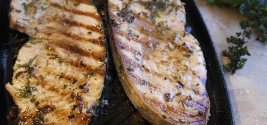 Espadon grillé au thym citron.