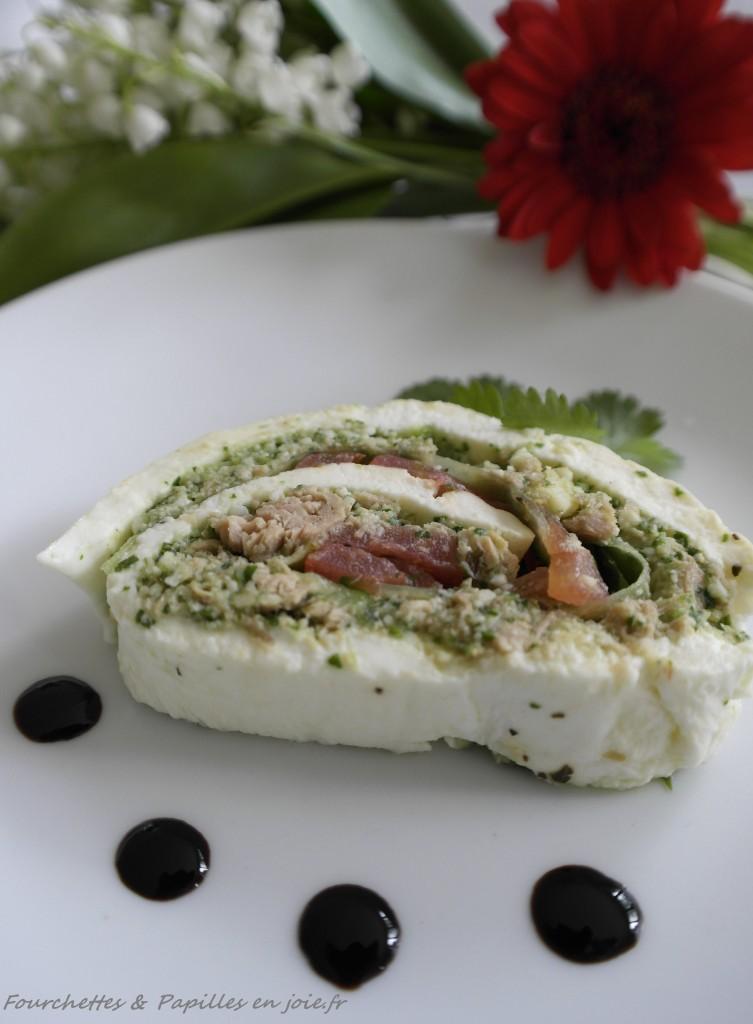 Mozzarella roulée au pesto et thon.