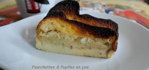 Pudding au pain brioché et au chocolat blanc. Fourchettes & Papilles en joie.