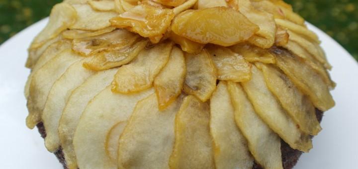 Gâteau renversé aux pommes et sirop d'érable.