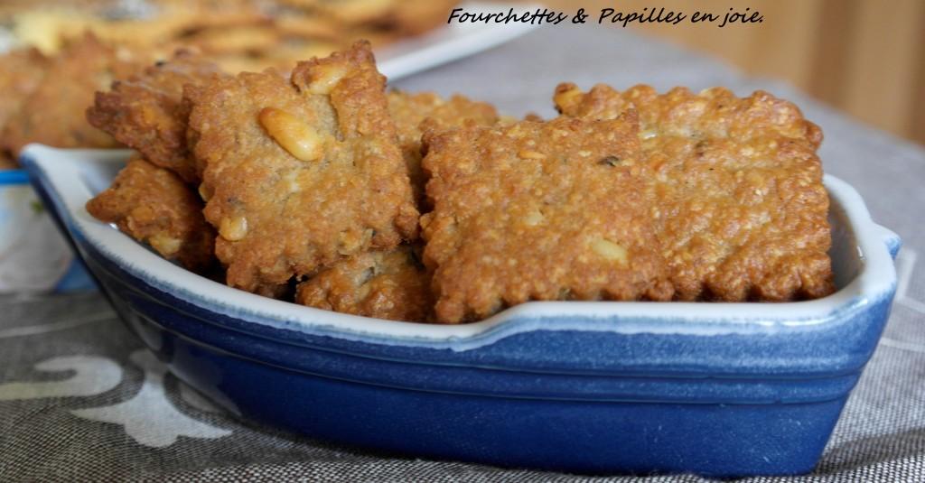 Biscuits aux maquereaux et pignons