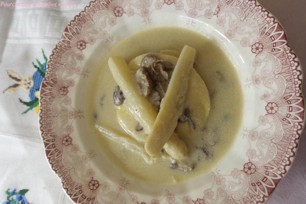 Raviolis d'asperges, crème d'asperges à la ricotta
